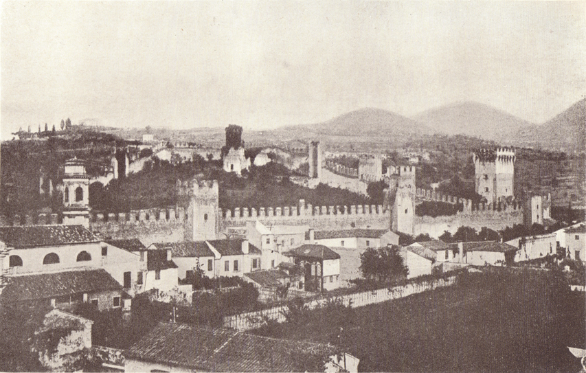 A black and white photograph, of the Castle of Este, with hills in the background.